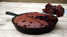 Bbq Deserts, Brownie Deserts, Chocolate Deserts, Bbq Grill, Barbecue, Karamel Fudge, Kamado Bbq, Cast Iron Skillet Cooking, Side Dishes For Bbq