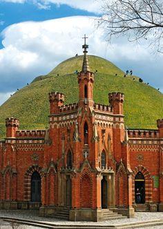 Kopiec Kościuszki, którego usypywanie zakończono w 1823 r. W XIX w. w trakcie tworzenia twierdzy Kraków i wznoszenia rozległego fortu Kościuszko, Austriacy zbudowali u podnóża kopca neogotycką kaplicę bł. Bronisławy wg projektu Feliksa Księżarskiego