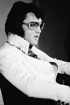 """Elvis during """"Aloha From Hawaii"""" press conference - Las Vegas 1972"""