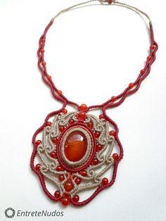 Collier macramé artisanale belle avec perles et par EntreteNudos