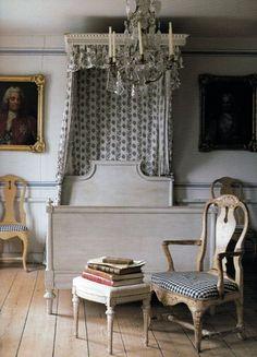 Soft and faded Swedish color palette - world of interiors Swedish Bedroom, Swedish Decor, Swedish Style, Swedish Design, Swedish House, Swedish Interiors, World Of Interiors, Scandinavian Interior, Paper Mulberry
