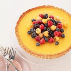Celebrate Passover with this lemon berry tart. Matzo cake meal is the base for the crust, which is filled with a creamy lemon filling. Passover Desserts, Passover Recipes, Passover Food, Tart Recipes, Gourmet Recipes, Dessert Recipes, Dessert Tarts, Kosher Recipes, Spring Desserts