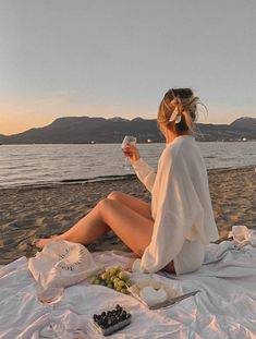 Beach Photography Poses, Beach Poses, Outdoor Photography, Beach Aesthetic, Summer Aesthetic, Aesthetic Fashion, Summer Pictures, Beach Pictures, Travel Pictures Poses