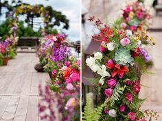 Caroline e Lucas se casaram em Campos do Jordão, num belo dia de primavera. O clima tranquilo de serra deu o tom da celebração, que teve bênção em meio à n