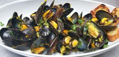 Guests will be over the moon when you add a seafood bar that includes fresh mussels in wine, garlic, butter and parsley. Wedding Reception Food, Wedding Catering, Palm Springs Events, Delicious Catering, Steamed Mussels, Gourmet Recipes, Great Recipes, Delish, Seafood