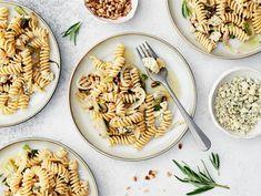 AURA sipulipasta | Valio Pasta Salad, Ethnic Recipes, Food, Crab Pasta Salad, Eten, Meals, Macaroni Salad, Diet