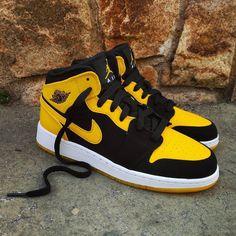 "Air Jordan 1 Mid GS ""New Love""  Size GS - Price: 89 (Spain Envíos Gratis a Partir de 99) http://ift.tt/1iZuQ2v  #loversneakers#sneakerheads#sneakers#kicks#zapatillas#kicksonfire#kickstagram#sneakerfreaker#nicekicks#thesneakersbox #snkrfrkr#sneakercollector#shoeporn#igsneskercommunity#sneakernews#solecollector#wdywt#womft#sneakeraddict#kotd#smyfh#hypebeast #nike #jordan #airjordan #jordan1 #jordanbrand"