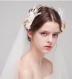 2017 Romantic Bridal Headpieces Fascinators Feathers with Pearls Stunning Wedding Accessories Bridal Heads Clip Cheap - Hochzeit Haare Bride Hair Accessories, Cheap Accessories, Braut Make-up, Hair Reference, Bridal Headpieces, Bridal Gowns, Bride Hairstyles, Woman Face, Bridal Makeup