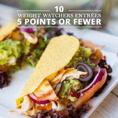 Looking for WeightWatchers friendly recipes to help you achieve your weight loss goals? We've put together 10 delicious entrées with WeightWatchers previous points and points plus, all under 7 points. #weightwatchers #ww #weightloss