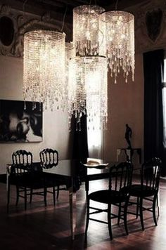 Lovvve those chandeliers