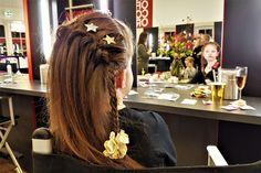 Haar invlechten; met 29 voorbeelden, stap voor stap uitleg en filmpjes - Mamaliefde.nl Halo Braid, Mug Rug Patterns, Digital Pattern, Braids, Hair Beauty, Dreadlocks, About Me Blog, Hair Styles, Tips
