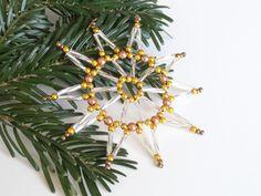 zehnstrahliger Perlenstern in silber und gold, Sterndekoration für Weihnachten aus Perlen und Draht, Geschenksanhänger, Baumschmuck