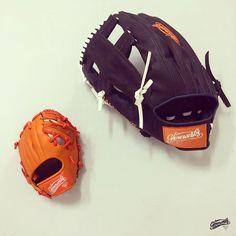 Giant glove catches all. #gloveworks #glovefactory #gw #bringithome #bih #giantglove #bigglove #22inch #extralarge #XL #baseballswag #baseballlife #baseballlover #baseballgame #baseball #softball #fastpitch #slowpitch #야구 #野球 #グローブ #グラブ #キャッチボール #mlb #gocustom #baseballfan #giantsfan