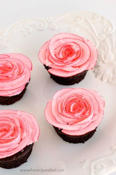 How to pipe two-toned rose cupcakes (Recipe Rebel).
