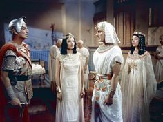 Victor Mature Gene Tierney and Michael Wilding The Egyptian 1954 directed by Michael Curtiz Twentieth Century Fox Film Corpo - stock image Michael Wilding, Victoria B, Jean Simmons, Gene Tierney, Professional Photographer, American Actress, Movie Stars, Hollywood, Actresses