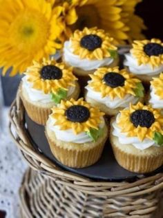 Lemon Sunflower Cupcakes |Pinned from PinTo for iPad|