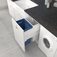 Tanova Deluxe 450mm 2x40L Plastic Hampers, One Blue, One White. Image: 3