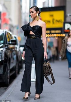 Olivia Culpo in Johanna Ortiz attends New York Fashion Week. Olivia Culpo, Style Outfits, Classy Outfits, Cool Outfits, Fashion Outfits, Bar Outfits, Vegas Outfits, Sport Outfits, Street Chic
