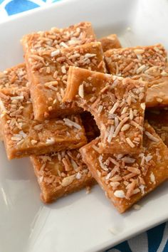 Easy Toasted Coconut Caramels - Little Bits of. Paleo Recipes Easy, Sweets Recipes, Candy Recipes, Desserts, Caramel Recipes, Cakepops, My Favorite Food, Favorite Recipes, Moist Banana Bread