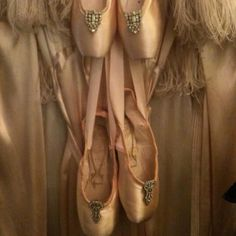 Vintage pointe shoes