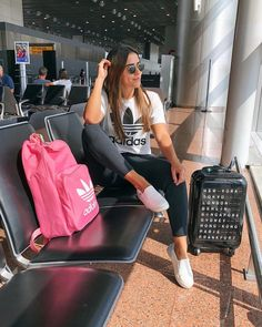 I Travel Around 20 Times a Year: These Are the Best and Worst « Matchesfashions Airport Travel Outfits, Cute Travel Outfits, Airport Style, Comfy Airport Outfit, Travel Outfit Summer, Instagram Outfits, Instagram Fashion, Travel Pose, Airplane Outfits