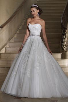 David Tutera for Mon Cheri sure knows how to make a girl feel like a princess on her wedding day!