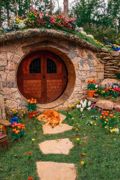 The Hobbit Hole - Classy Girls Wear Pearls Fairy Houses, Play Houses, Cob Houses, Casa Dos Hobbits, Earthship, Summer Garden, Middle Earth, The Hobbit, Future House