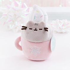 ← Shop Link in Bio ←⠀⠀⠀⠀⠀⠀⠀⠀⠀ NEW! This exclusive limited edition holiday Catpusheeno plush features Pusheen cozy in a festive mug - super… Pusheen Cat Plush, Pusheen Shop, Pusheen Cute, Pusheen Gifts, Pusheen Stuff, Cute Stuffed Animals, Cute Plush, Squishies, Cute Toys
