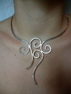 Hammered silver necklace arabesques