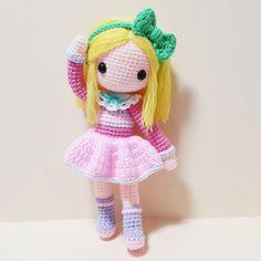 빅토리아 안녕? 우리빅토리아 인기많구나  개뿌듯!ㅋ . . . . #crochet#amigurumi#뜨개질#haken#by_me#kawaii#crochetlove#yarn#iloveit#코바늘#ganchillo#handcraft#pattern#madebyme#adorable#custom#crochetdoll#코바늘인형#핸드메이드#instacrochet#crocheting#diy#doll#toy#amigurumidoll#crocheted#dollstagram#あみぐるみ by ribet58