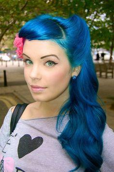 Blue hair & red flower dye my hair, new hair, gorgeous hair, love hair, Hair Colorful, Bright Hair Colors, Colours, Pelo Color Azul, Corte Y Color, Coloured Hair, Dye My Hair, Crazy Hair, Crazy Eyes