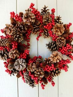 pine cone wreath decorations for 2014 Christmas #2014 #Christmas