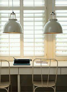 Hanging Industrial Lamps - ik zou graag 2 zulke grote boven de eettafel willen. Kleur: wit of grijs.