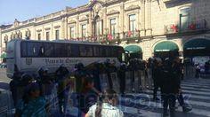 Exigen la liberación inmediata e incondicional de los siete maestros que fueron detenidos por romper las vías del tren y tratar de quemar los durmientes durante los bloqueos de la semana pasada (FOTOS: FRANCISCO ALBERTO SOTOMAYOR)