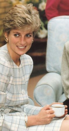Diana Photos page 1 - RoyalDish is a forum for discussing royalty. The Danish and British Royal Families in particular, so get your snark on! Princess Diana Family, Princess Of Wales, Diana Fashion, Wedding Week, Charles And Diana, Lady Diana Spencer, Queen Of Hearts, British Royals, Norfolk