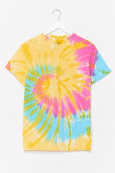 Diy Yellow Tie Dye, Yellow Ties, Tye Dye Wallpaper, Cute Tie Dye Shirts, Diy Tie Dye Designs, Tie Dye Heart, Tie Dye Crafts, Spiral Tie Dye, Tie Dye Techniques