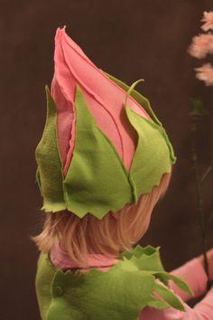 A Rosebud Fairy child's costume. Fancy Dress For Kids, Kids Dress Up, Costume Hats, Diy Costumes, Costume Fleur, Flower Costume, Halloween Entertaining, Baby Kostüm, Fairy Crafts