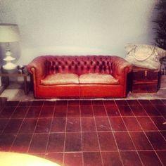 Sofá vintage en Agencia de comunicación Nuria March #NMcom #loft #madrid