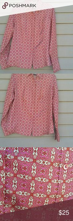 Ann Taylor blouse Beautiful Ann Taylor button up blouse with hourglass shape like new 100 % silk size L Ann Taylor Tops Button Down Shirts