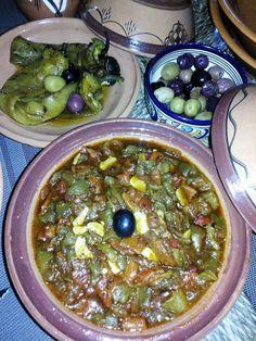 L'entrée indétrônanble de toutes nos tables Algériennes, surtout en ce mois sacré du ramadhan, pour accompagner chorba , hrira , et galettes de pain. ☆Ingrédients : ● 2 poivrons verts grillés et épluchés puis coupés en dés. ● 1 poivron rouge grillé, épluché...