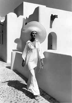 vintage everyday: Fashion Legacy – 46 Extraordinary Fashion Photo Shoots by Rico Puhlmanna in the 1950s and 1960s