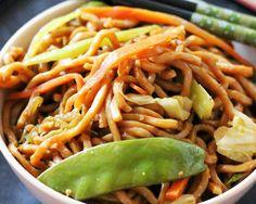 Easy Veggie Lo Mein via @meatlessmonday