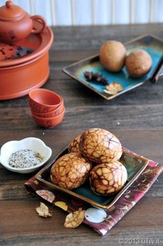 Happy Easter! Wanted to share these Chinese Tea Eggs (糖心茶葉蛋) with you.  They taste way better than regular dyed eggs.  ;)