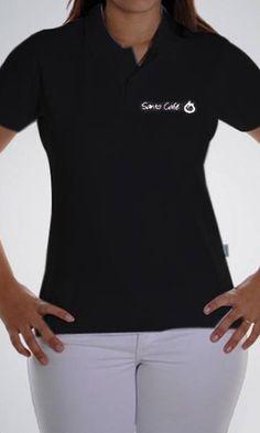 Camiseta polo feminina com estampa em silk screen para a cafeteria Santo Café por Foco Design & Gráfica.