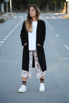 Casual chic fall outfit. Pink velvet culottes. Creepers and fishnet socks. Trendencies