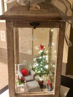 Christmas In Heaven, Christmas Jars, Christmas Lanterns, Christmas Home, Christmas Wreaths, Christmas Crafts, Lantern Crafts, Lanterns Decor, Easy Christmas Decorations