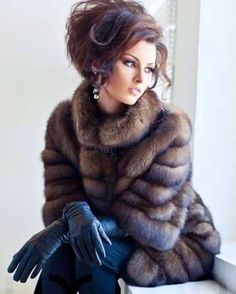 Fur and kid leather gloves. It takes a lot to make me admire fur, but this is done right. Fur Fashion, Winter Fashion, Fashion Outfits, Womens Fashion, Petite Fashion, Style Fashion, Fox Fur Coat, Fur Coats, Fabulous Furs