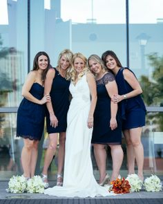 Bride with her bridesmaids :) | Mary Brunst Photography