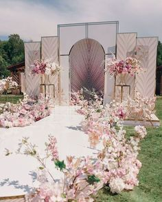 Flowers are so important in wedding scene decoration page 6 of 40 yeslime wedding;church decoration flowers important Wedding Chairs, Wedding Table, Wedding Ceremony, Wedding Church, Party Wedding, Wedding Bride, Wedding Arches, Wedding Venues, Wedding News
