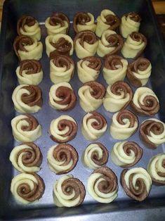 Pripremite kolače Ruže i iznenadite voljene Sweet Recipes, Cake Recipes, Dessert Recipes, Christmas Lunch, Christmas Cookies, Christmas Ideas, Meringue Cookies, Cake Cookies, Cheesecake Ice Cream